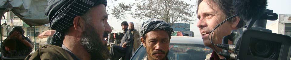 Gespräch bei Dreharbeiten in Kabul